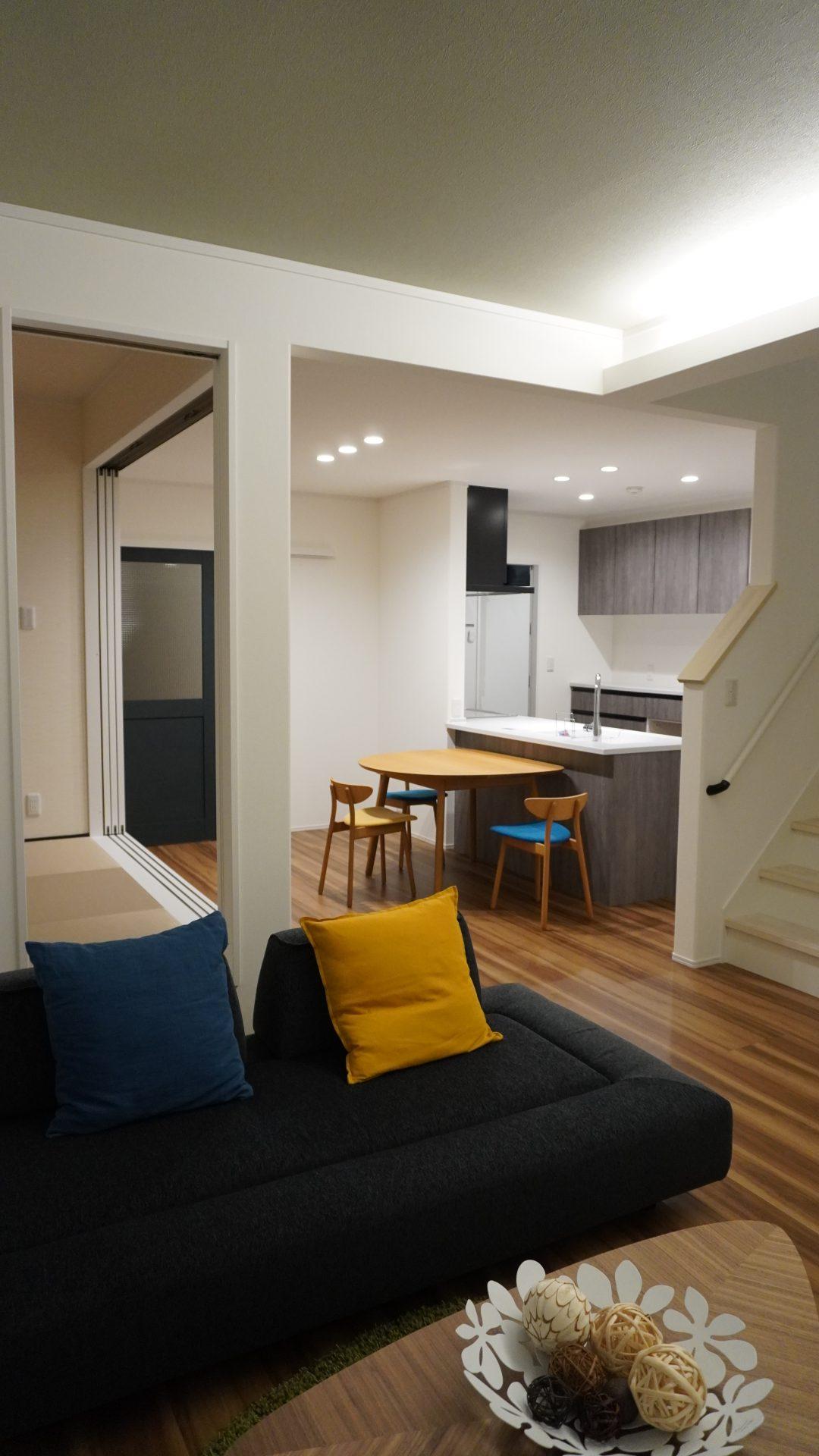 【山形県山形市】新築一戸建て実例写真 リビングから見るキッチンと和室