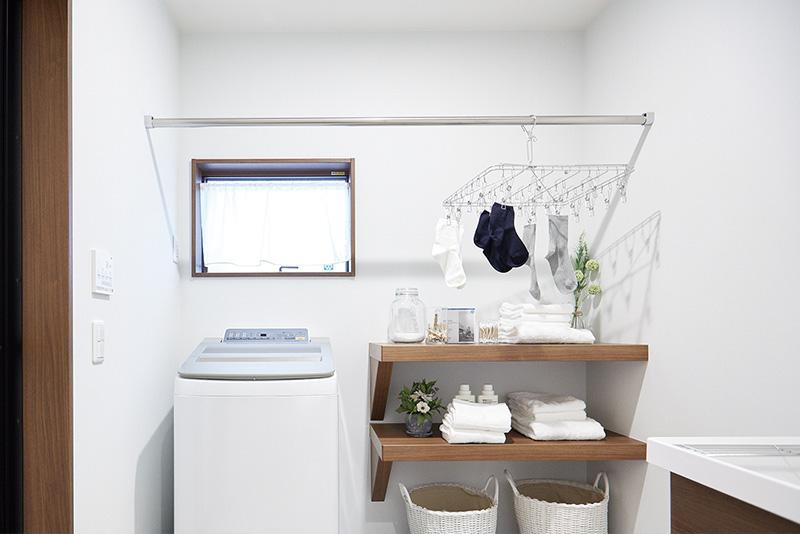室内干しのできる便利なランドリールーム。忙しい日には、洗濯の時間を短縮できます。