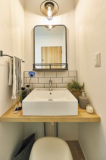 玄関のすぐそばにある洗面所。子どもの手洗い習慣が自然と身につきます。