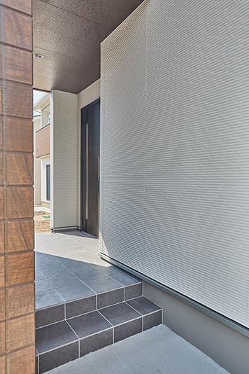 外側から玄関が見えない設計。プライバシーを確保できます。