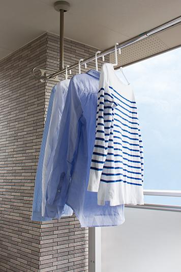 バルコニーで、雨の日も安心して洗濯物を干せます。