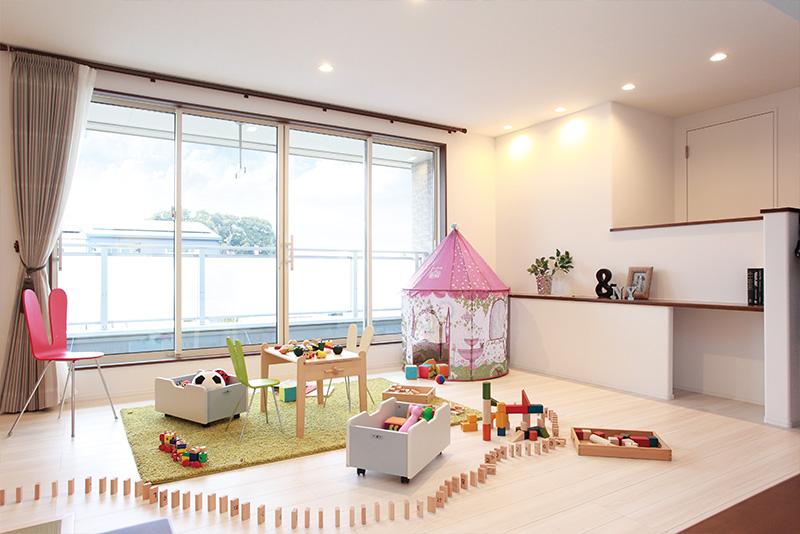 その時々で自在な使い方ができるファミリースペース。子どもの遊び場や勉強スペース、屋内干しする部屋にもなります。